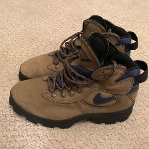 Nike ACG Sz 7 Beige Leather Hiking Utility Boots